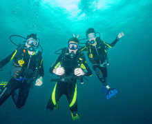 Divers together on dive trip 2019 2