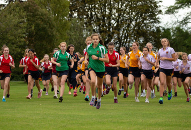 Junior girls race in Pearl & Yeo Cup 2019
