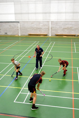 Andy Halliday coaches U16 indoor hockey players