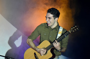 Stars in Their Eyes 2016 Vinnie Gibilaro on guitar