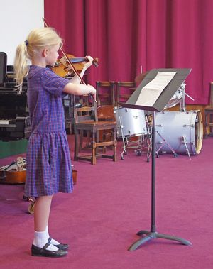 Ls music concert girl on violin