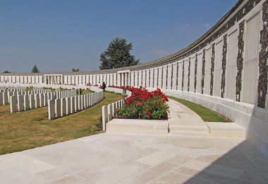 Tyne cot wall f4 battlefields trip