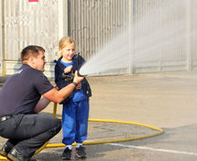 Year 1 fun with hose at Fire Station Oct 2017