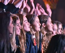 House Music 2017 Benson House Girls singing