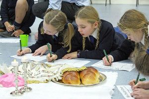 Upper Shell girls at jewish workshop