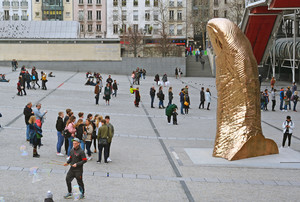 Sixth form art trip golden thumb sculpture