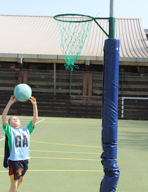 Shell netball shooter in league competition