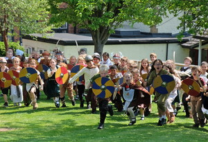 Lower Shell Pupils in Viking Battle