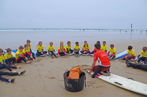 F2 getting surfing instructions on Cornwall trip