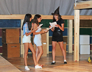 L5th perform Wizard of Oz in Spanish