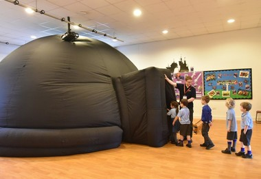 Year 1 Go into Planetarium