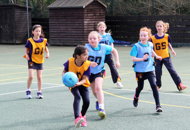 York v canterbuty in shell league netball