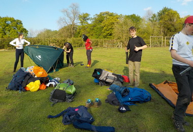 Setting up tents on L5th Bronze Expedition 2019