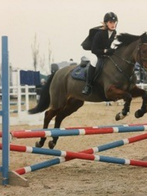 Issy Mohacs Fuller represents CGS in the NSEA Show Jumping Q...
