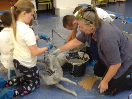 Sculptor works with primary children