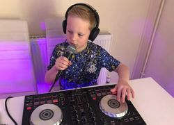 7-year-old puts on virtual disco for friends