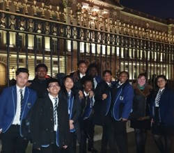 Students Sing at Buckingham Palace