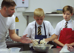 Stennings gives Baking Masterclass
