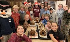 boarders-enjoyed-decorating-gingerbread-houses